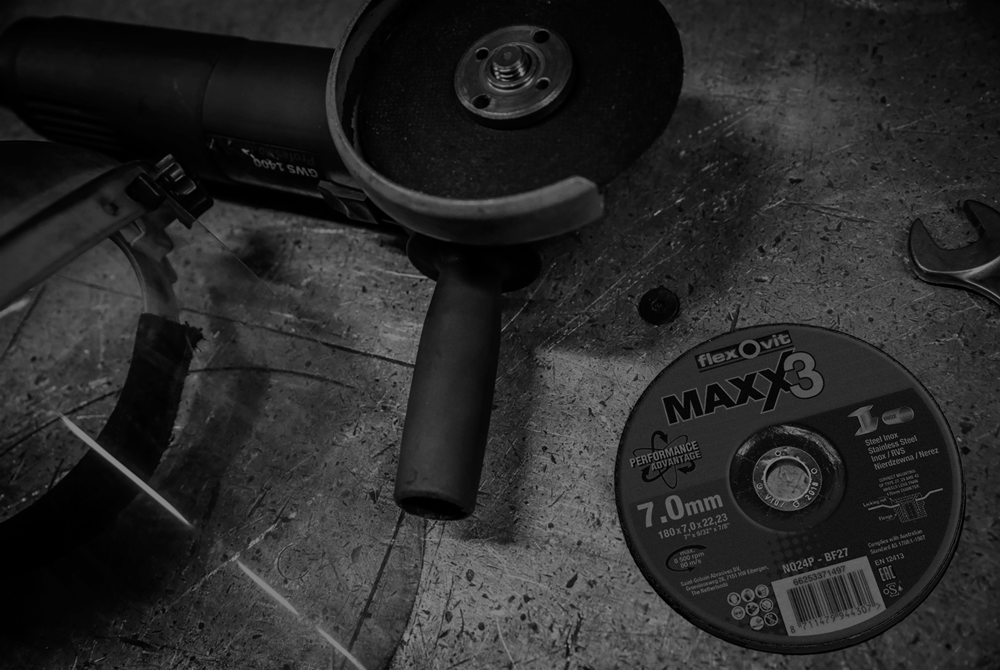 Maxx 3 grinding wheel black and white